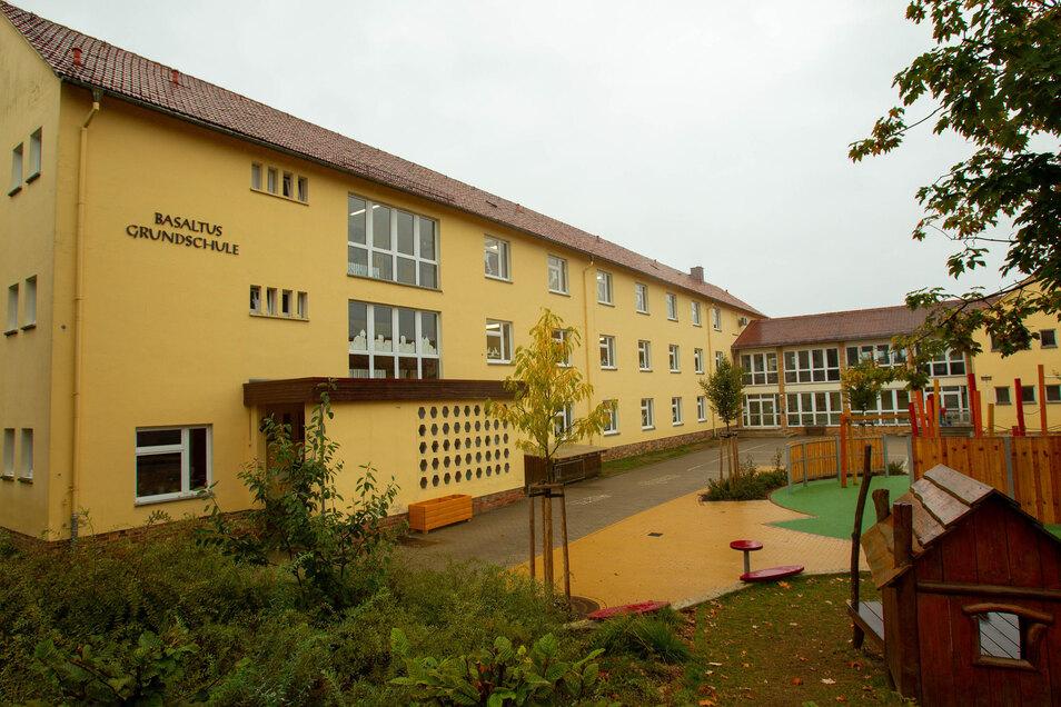 Zu wenig Platz. Ein Anbau zwischen Grund- und Oberschule wird seit Jahren diskutiert.