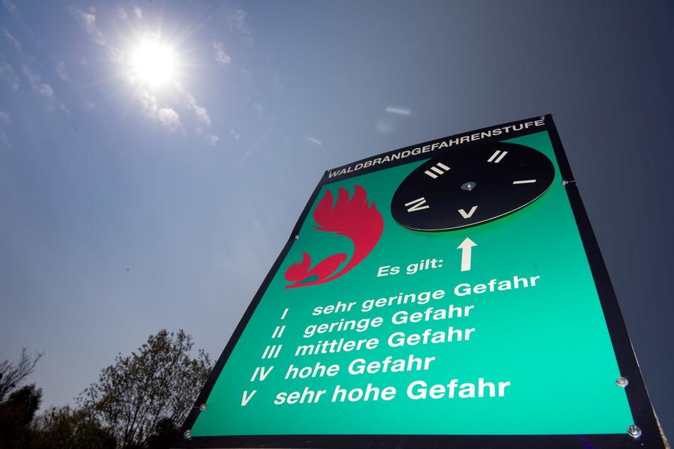 In weiten Teilen Sachsens gilt die höchste beziehungsweise zweithöchste Waldbrandwarnstufe. Bei Klotzsche brannte am Freitag bereit ein Stück Wald.