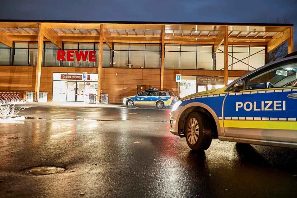 Polizeieinsatz vor dem Rewe-Markt auf dem Sonnenstein nach einer Messerstecherei im Dezember 2018: Sicherheitsthemen sollen verstärkt in den Fokus genommen werden.