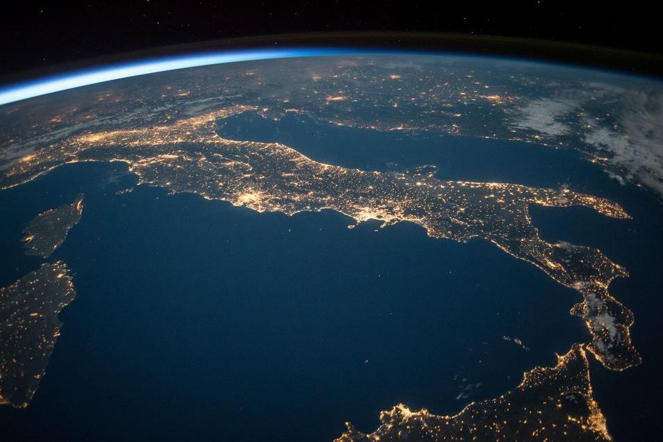 Die Earth Hour wurde 2007 vom WWF Australia ins Leben gerufen und hat seitdem eine weltweite Tradition im März.