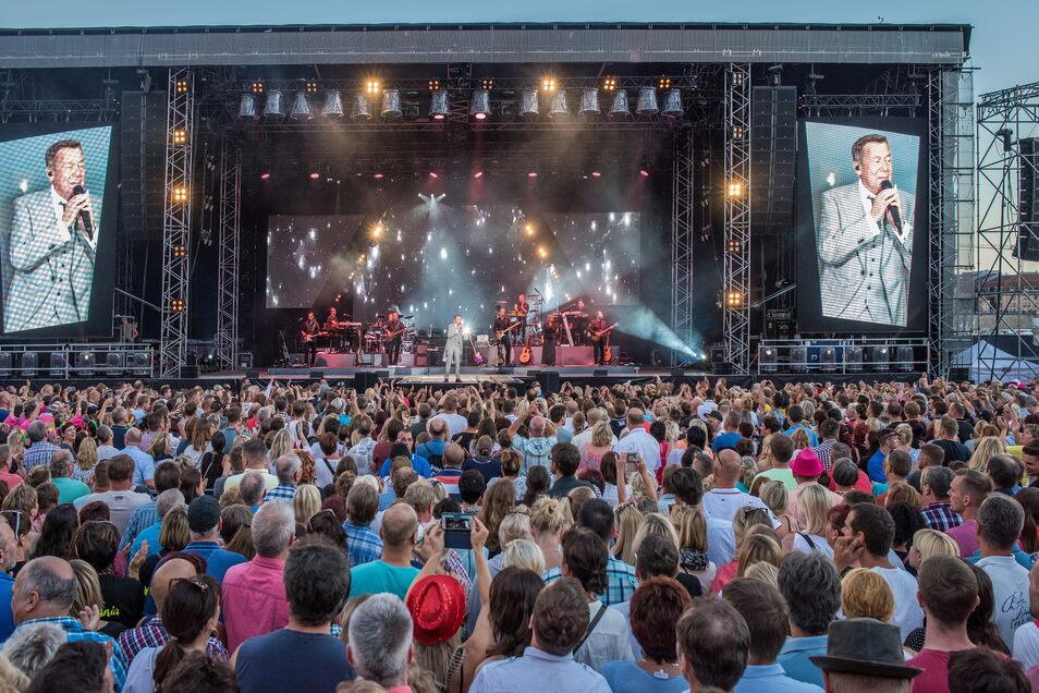 Kultevent Kaisermania: Bis 2019 feierten jährlich 50.000 Fans ihr Idol am Elbufer.