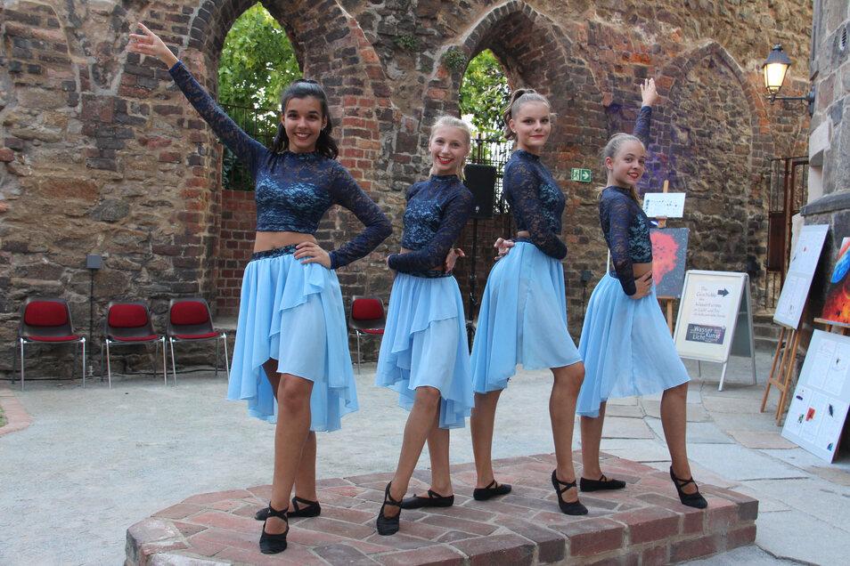 Tänzerinnen in der Mönchskirche.