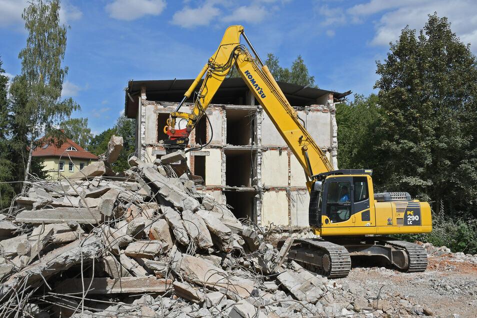 Ein anderer Investor will am Baderberg ebenfalls ein Seniorenheim errichten. Das alte Kubaner-Wohnheim, das vorher dort stand, ist fast abgerissen.