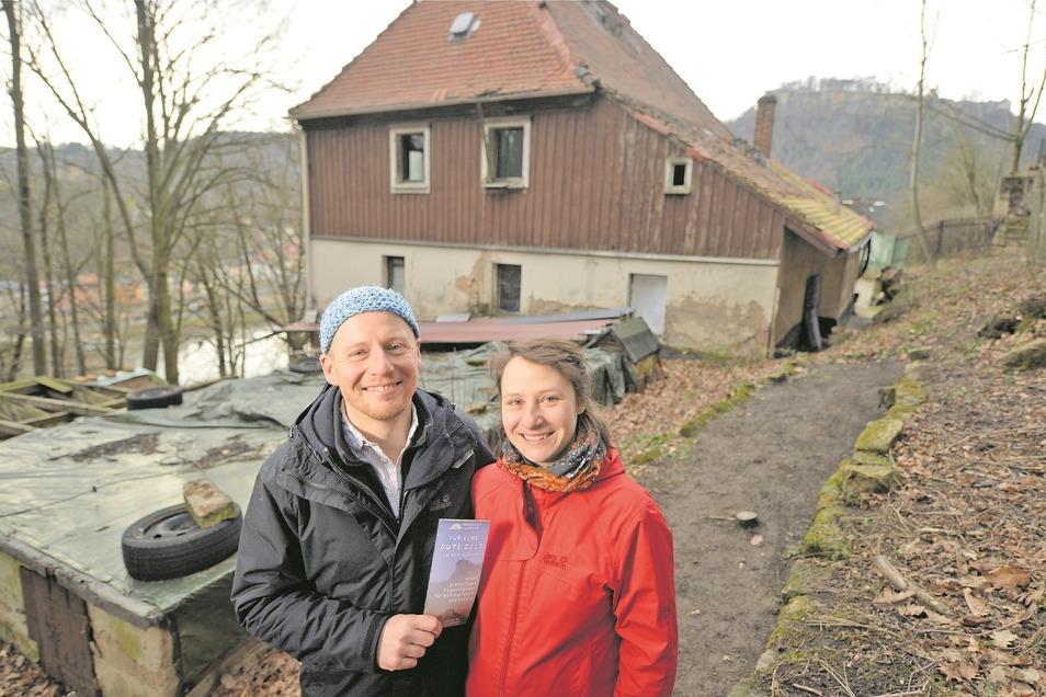 Christian Kubat und Irina Krupper wollen die ehemalige Jugendherberge in Halbestadt zu einer Wildnisherberge umbauen. Noch ist viel zu tun.