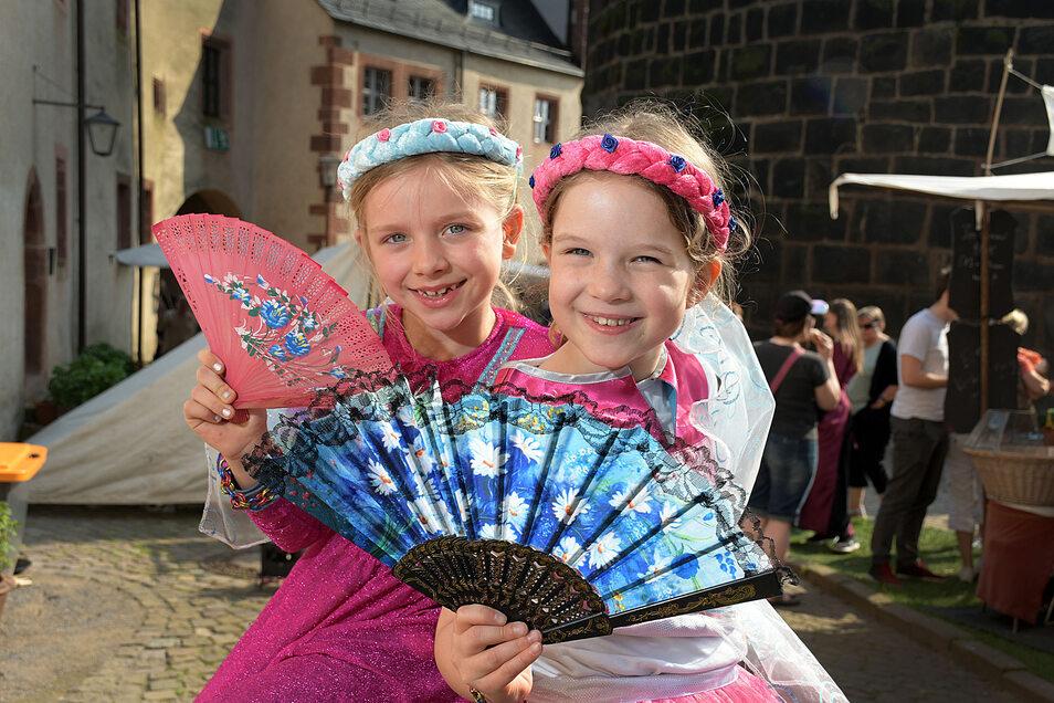 Beim Mittelalterspektakel auf Burg Mildenstein waren Mayla (7) (links) und Lilly (8) als Prinzessinnen dabei. (Archiv)
