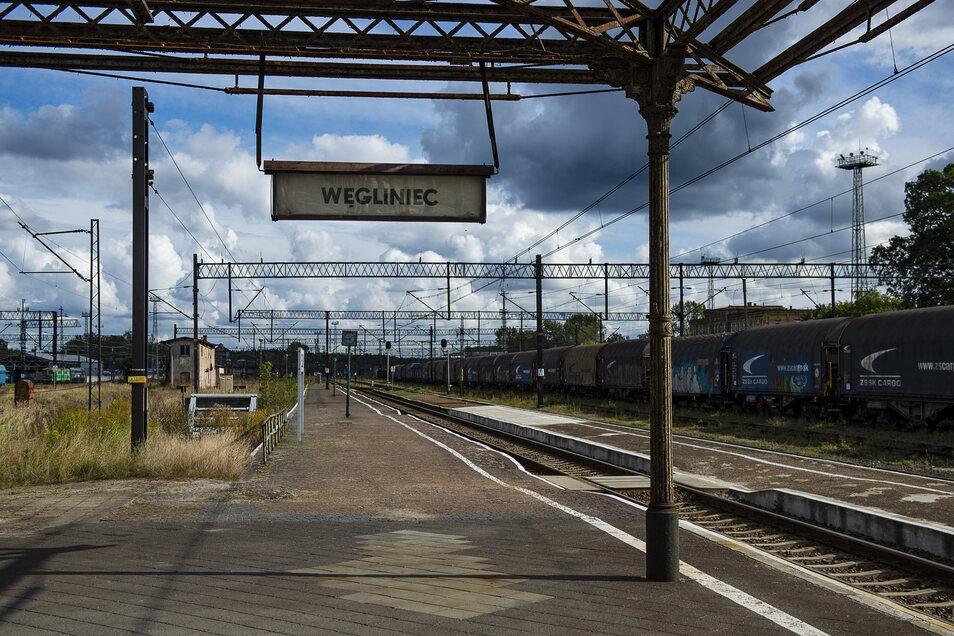 Die Bahnstrecke von Breslau nach Görlitz ist bis Wegliniec elektrifiziert. Deshalb gibt es jetzt auch keine durchgehenden Züge mehr.