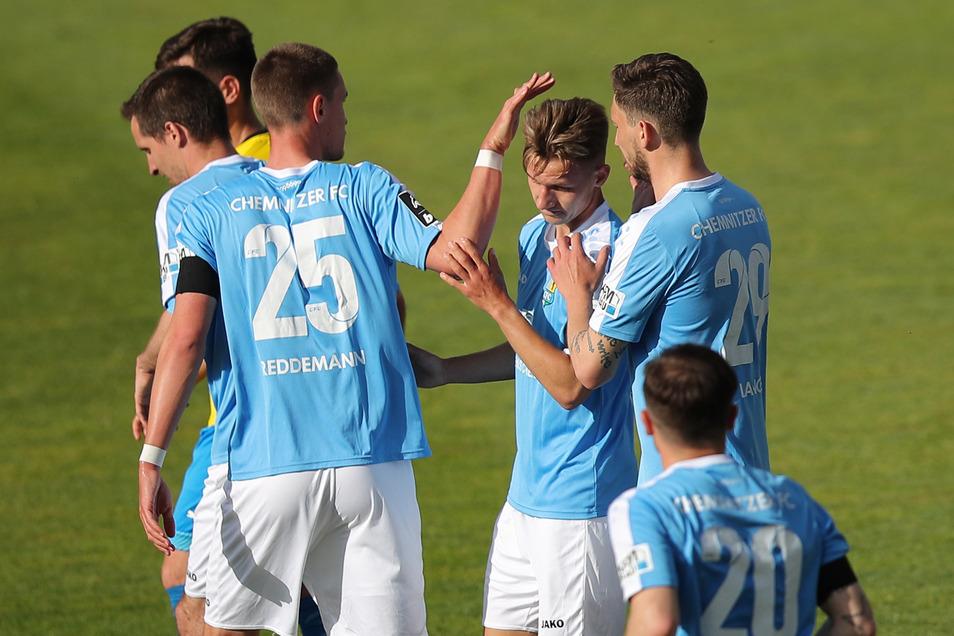 Der Chemnitzer FC trifft im Halbfinale des Sachsenpokals auf den FC International Leipzig. Wann genau die Partie im August angepfiffen wird, steht noch nicht fest.