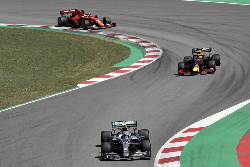 Momentaufnahme vom Rennen: Sebastian Vettel fährt Valtteri Bottas und Max Verstappen nur hinterher.