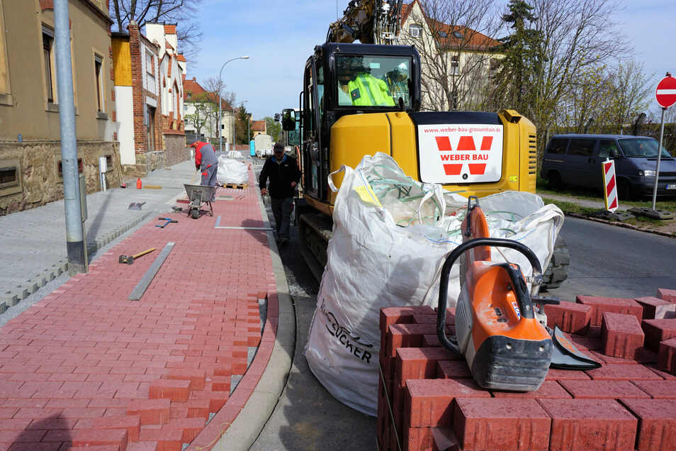 Die Bauarbeiten entlang der Heinrich-Heine-Straße in Meißen nähern sich im April 2020 dem Ende. Es handelt sich um eines der größten Straßenbauprojekte in der Stadt.