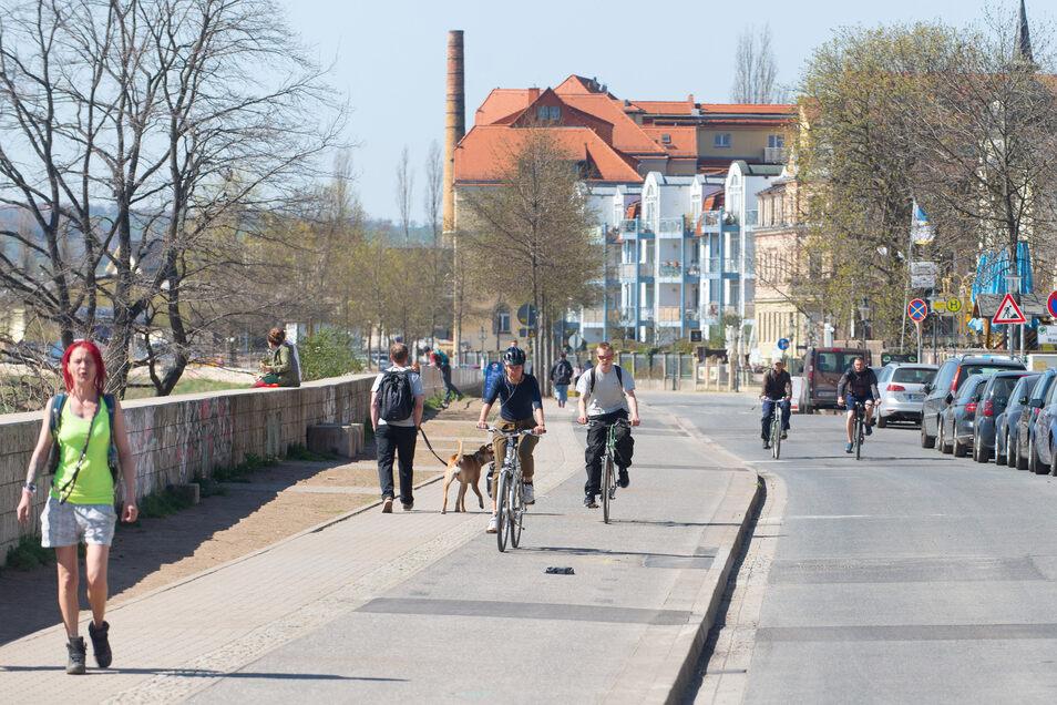 Der Kanal unter der Kötzschenbroder Straße ist saniert. So konnte sie und damit auch der Elberadweg jetzt wieder freigegeben werden.