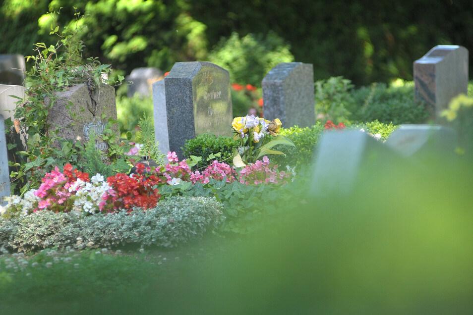 Eine Serie von Grabschändungen auf dem Friedhof in Nossen hatte nicht nur in der Stadt für Empörung gesorgt.