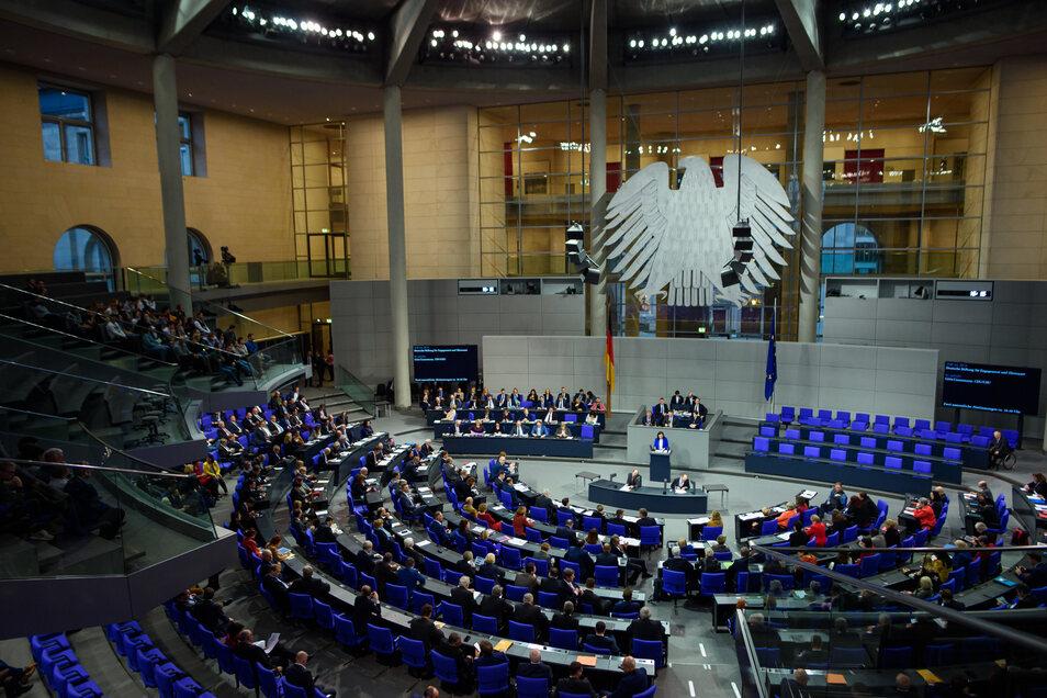 Der Deutsche Bundestag wird immer größer und teurer.