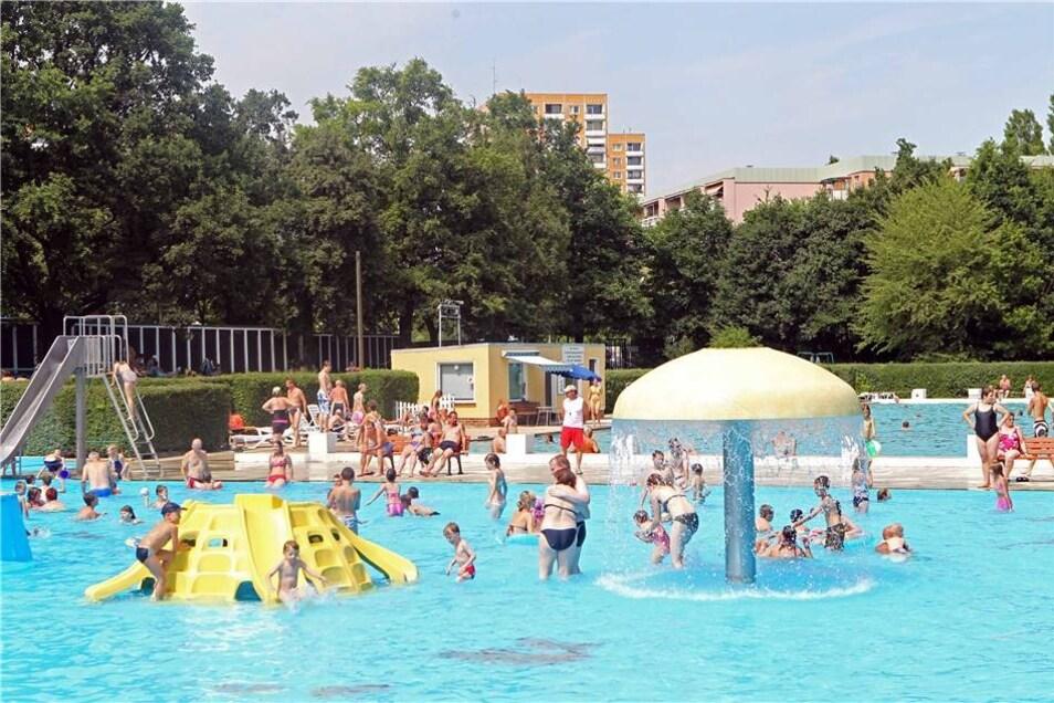 Prohlis gehört mit seiner Schwimmhalle und seinem Freibad zum festen Bestandteil der Dresdner Bäderlandschaft. Die Halle bleibt weiterhin normal geöffnet, doch das Freibad ist wegen Umbaus geschlossen.
