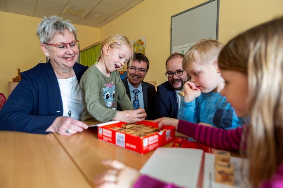 Die Arbeit mit Kindern macht Karla Horn (li.) Spaß. Seit 1996 leitet sie den Kindergartenverein in Wilsdruff. Das soll so bleiben, vom Posten der Kämmerin ist sie nun aber zurückgetreten.