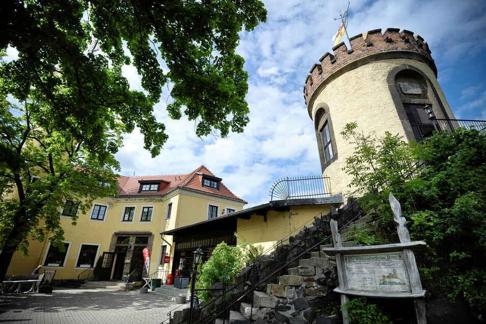 Das Burghotel auf der Görlitzer Landeskrone ist wegen des Lockdowns jetzt geschlossen. Trotzdem erklimmen Wanderer den Berg.