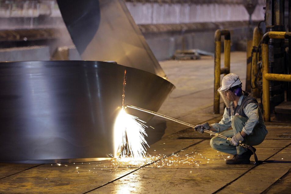 In der Metallindustrie steigen die Tariflöhne um mehr als 4 Prozent.
