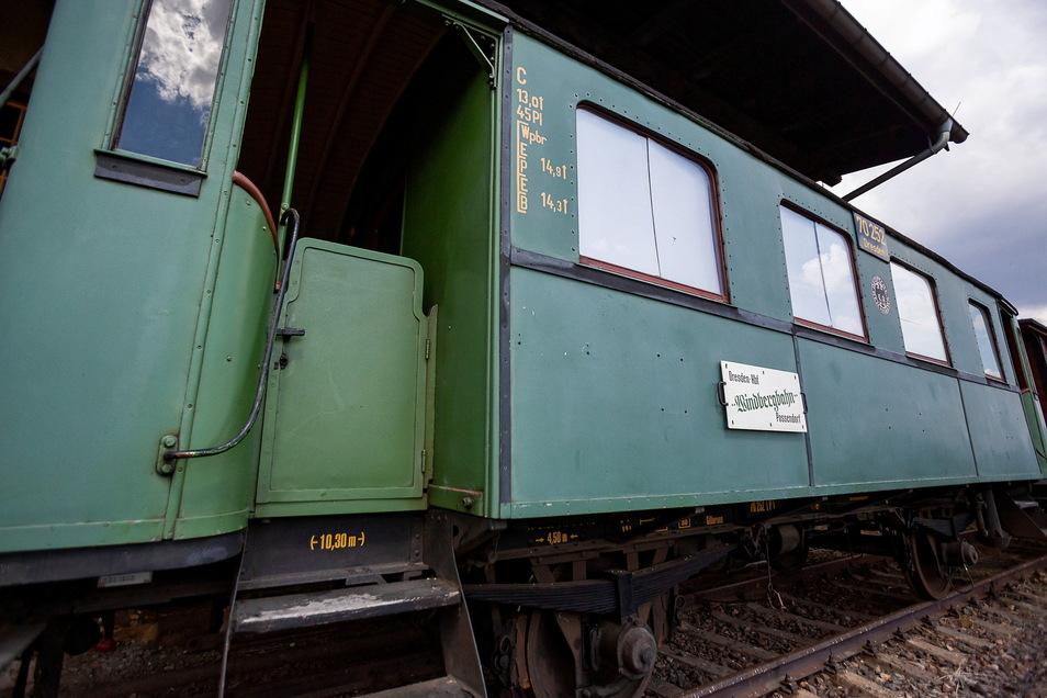 Dieser Aussichtswaggon blieb als einziger von vier Exemplaren erhalten und wird am 6. Juni wieder die Fahrgäste transportieren.