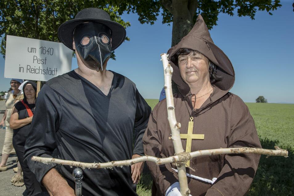 Andre Ebert und Hannelore Glodeck Bild: Um 1640 ging die Pest in Reichstädt um.