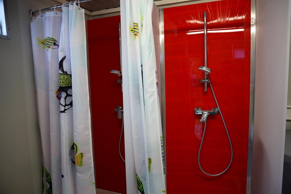 Die Damen-Duschen im Sanitärcontainer wurden gerade neu gestaltet.