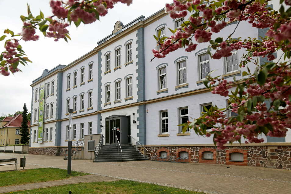 Das Haus am Poppitzer Platz beherbergt Riesas Stadtbibliothek.