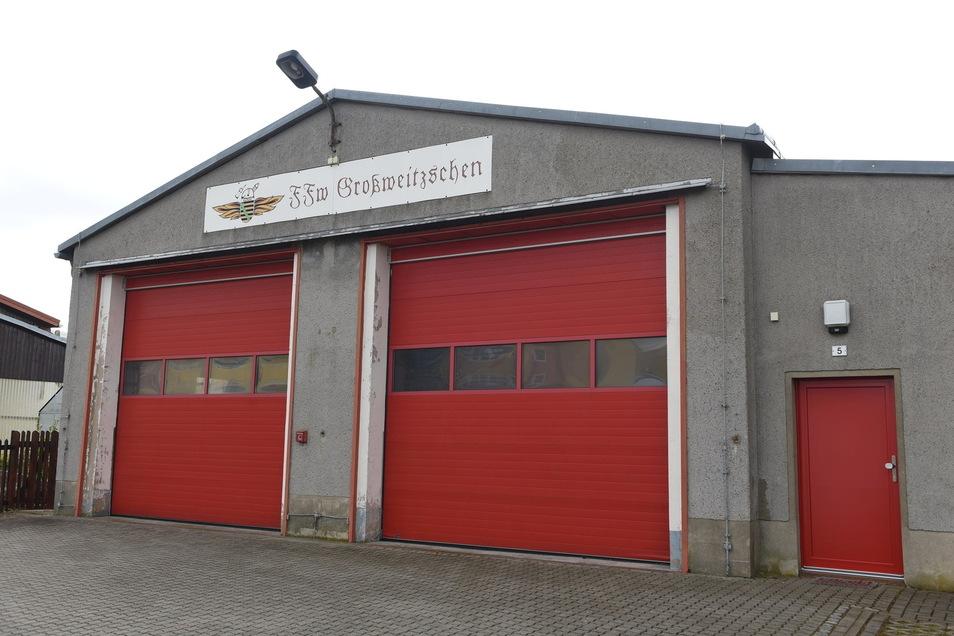 Bisher mussten die Kameraden der Feuerwehr Großweitzschen mit ihrem alten Robur LO ausrücken. Damit soll bald Schluss sein.