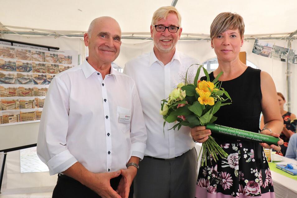 Im September verabschiedete Hans-Ulrich Schmidt (Mitte) noch Christoph Wilkowski als Standortleiter des St.-Carolus-Krankenhauses in Görlitz in den Ruhestand. Dessen Nachfolgerin wurde Daniela Kleeberg. Jetzt verließ auch Schmidt das Krankenhaus.