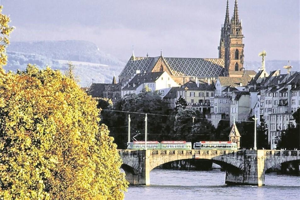 """Der Glashütter Uhrenbetrieb organisiert für seine Azubis mehrere Exkursionen und Studienreisen, etwa zur Messe """"Baselworld"""". Die Lehrlinge können an einem Schweizer Ausbildungsprogramm teilnehmen und einen international geschätzten Abschluss erwerben. Bei"""