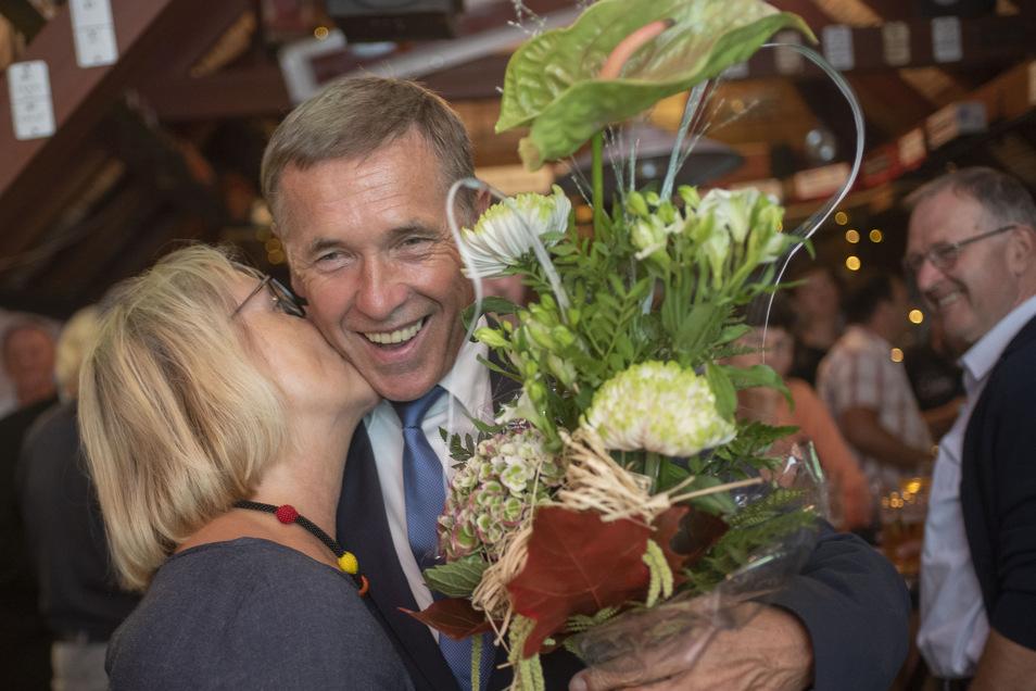 Freude bei Aloysius Mikwauschk, der Landtagsabgeordnete der CDU verteidigt sein Mandat in Kamenz.