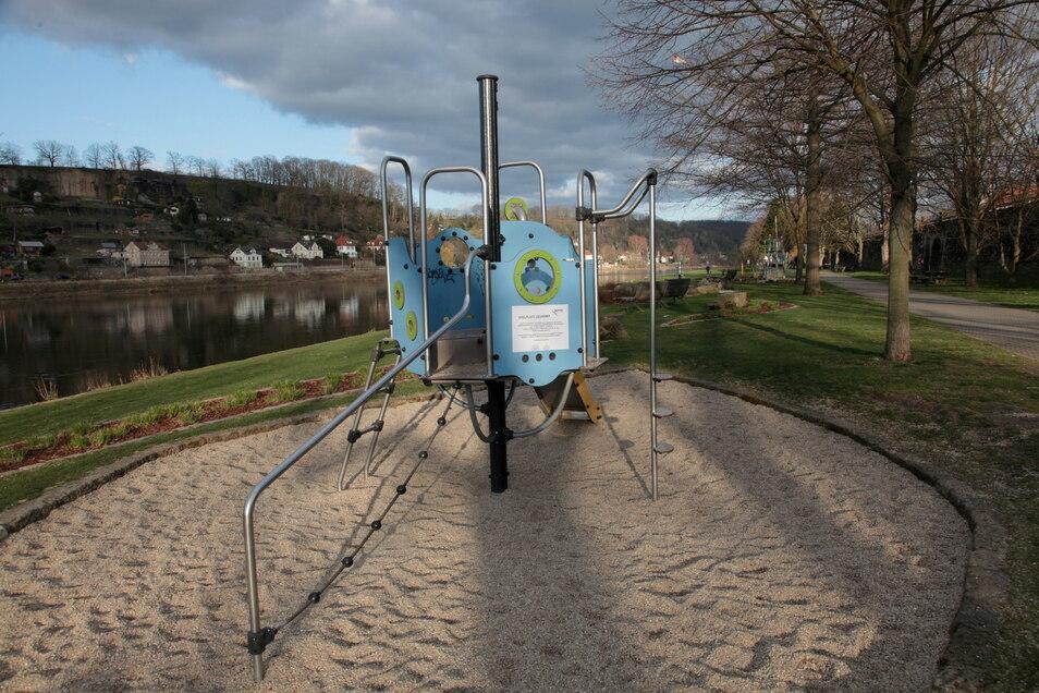 Spielplatz an der Elbe in Pirna: Möglicherweise müssen diese Areale gesperrt werden, wenn sie wegen Geldmangel nicht mehr instand gehalten werden können.