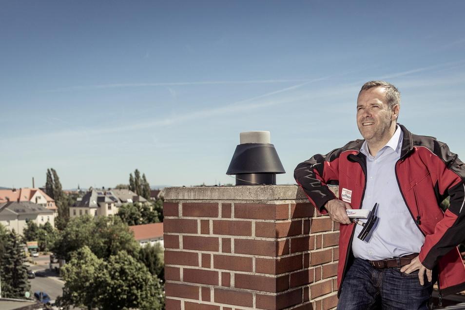 Dachdeckermeister Jörg Dittrich ist nun auch in Sachsens Handwerkstag ganz oben. Der Präsident der Dresdner Handwerkskammer spricht seit fast neun Jahren für 22.500 Betriebe in Ostsachsen. Der 51-Jährige ist verheiratet, Vater von sechs Kindern und im eig