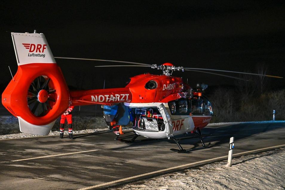 Eine Person wurde mit einem Rettungshubschrauber ins Krankenhaus gebracht.