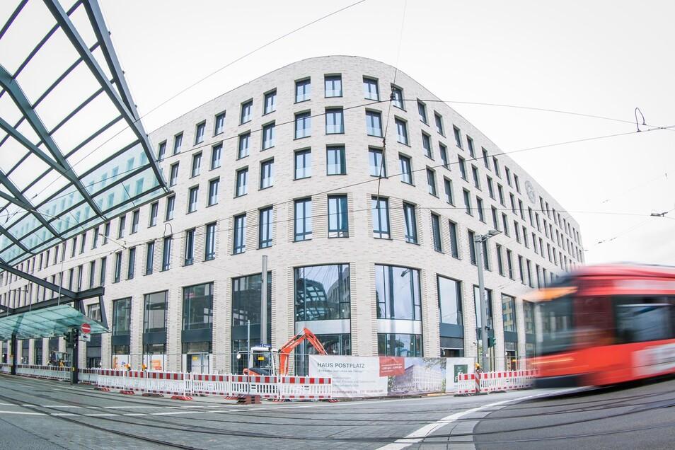 """In rund anderthalb Monaten öffnen die ersten Geschäfte im Haus am Postplatz, das im Volksmund auch die """"Runde Ecke"""" genannt wird. Foto:"""