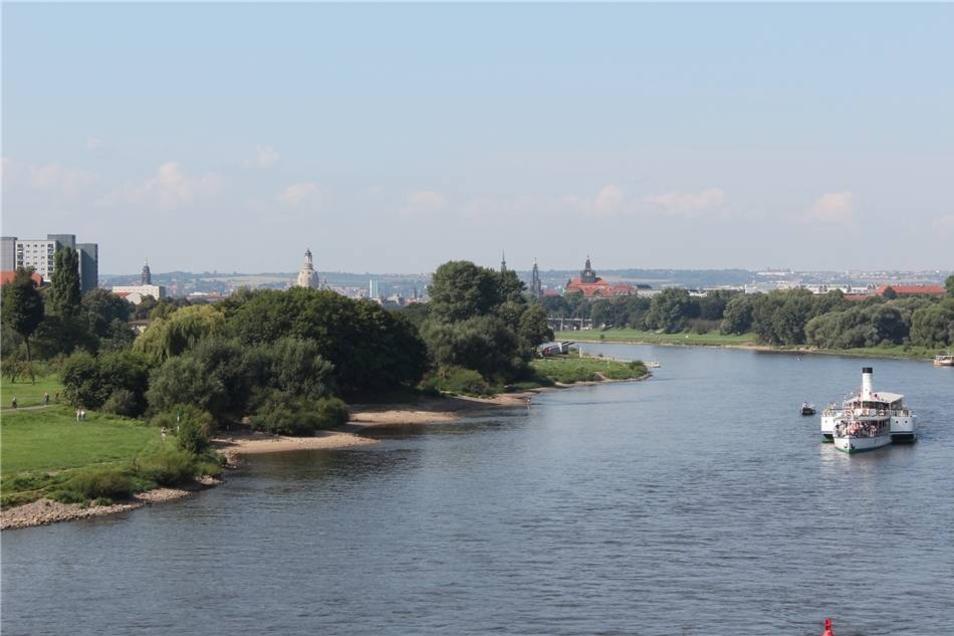 Wer die Kamera auf dem Geländer der Waldschlößchenbrücke ablegt, kann dieses neue Panorama festhalten.