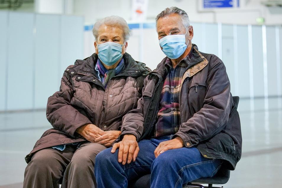 Karla und Gerhard Viehbach sind beide 81 Jahre alt und froh, nun endlich vor einer schweren Coronaerkrankung sicher zu sein.