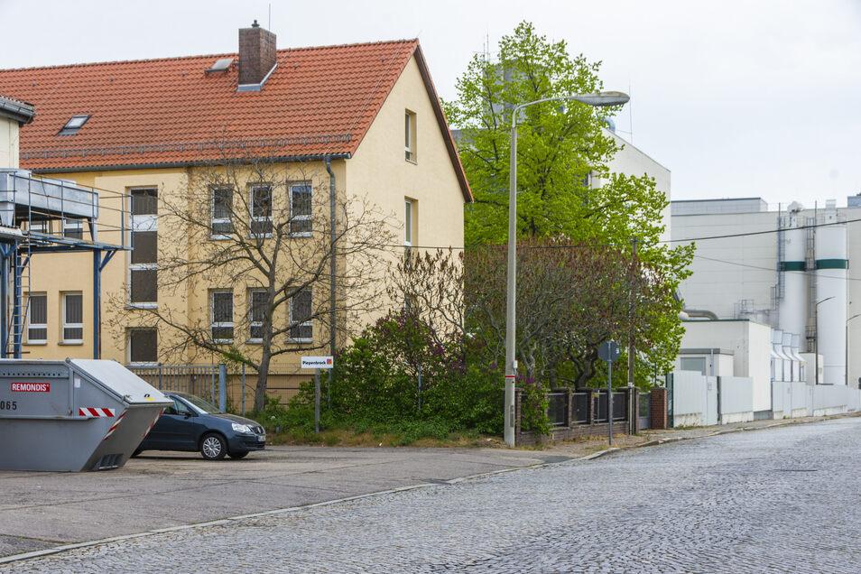 Die Stadt will das Objekt an der Speicherstraße direkt neben dem Ölwerk zum Obdachlosenheim umfunktionieren. Doch der Betrieb hat ein Veto eingelegt.