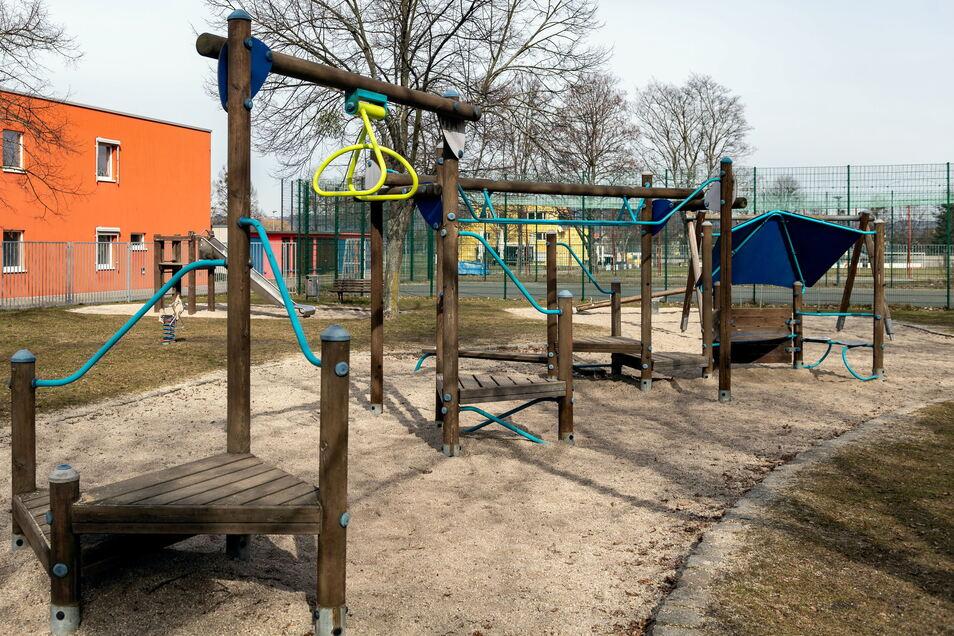 So schlecht sieht er auf den ersten Blick gar nicht aus. Doch der Spielplatz an der Müglitz in Heidenau soll dieses Jahr noch schöner werden.