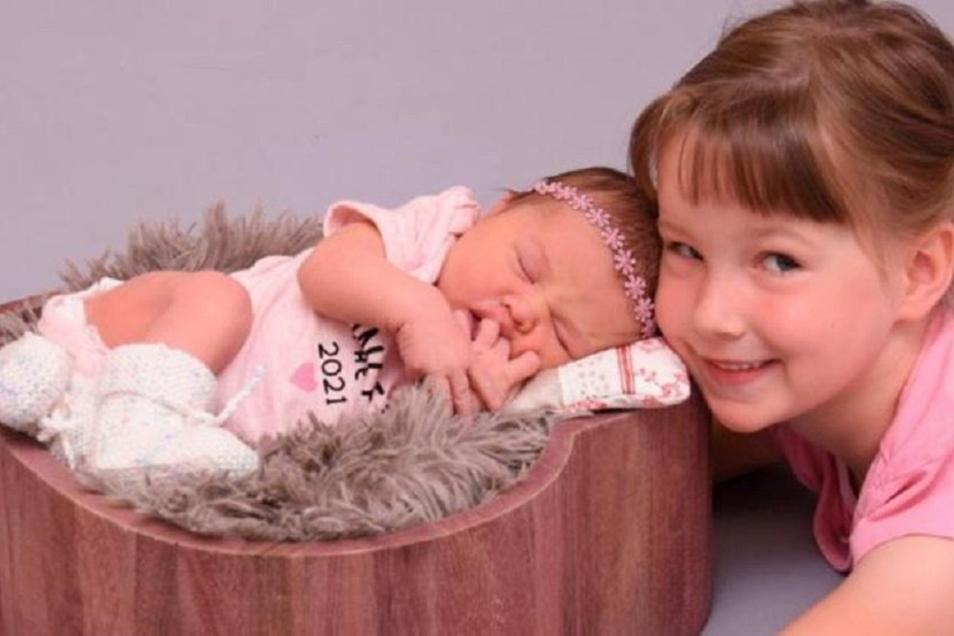 Sofia mit Schwester Elena, geboren am 16. Juli, Geburtsort: Kamenz, Gewicht: 3.600 Gramm, Größe: 49 Zentimeter, Eltern: Sandra und Tino Paulisch, Wohnort: Elstra
