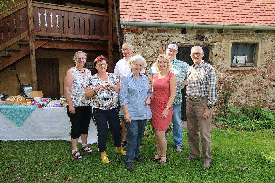 Der alte Gasthof Ziegra hatte zum Tag des offenen Denkmals im vergangenen Jahr seine Pforten geöffnet. In der Mitte Barbara Schwabe, die mit viel Herzblut den Gasthof am Leben hält.