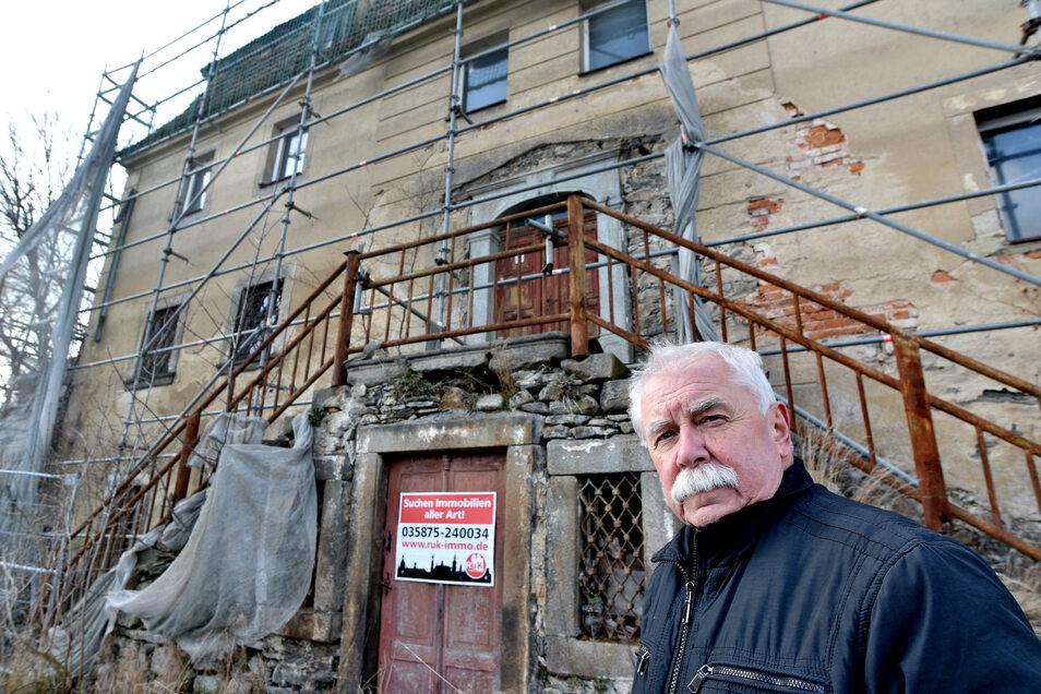 Auch, wenn es für das Haus keine Rettung gibt - der frühere Walddorfer Bürgermeister Frank Münnich bedauert, dass historische Details damit verloren gehen werden.