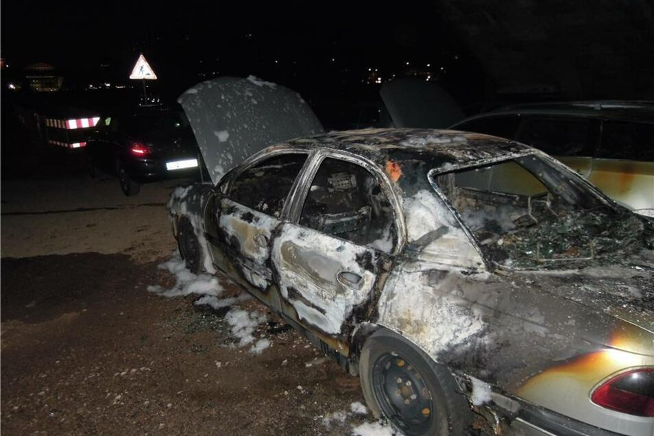 Der ausgebrannte Opel.