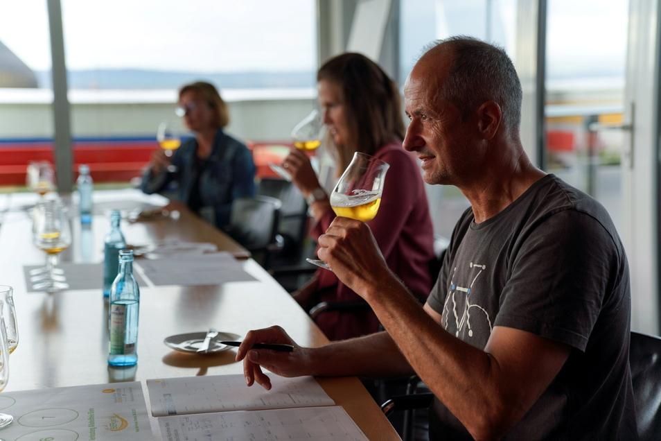 """""""Bin ein Dursttrinker"""": Für Steffen Müncheberg (54) aus Dresden muss es deshalb nicht immer ein Bier mit Alkohol sein."""