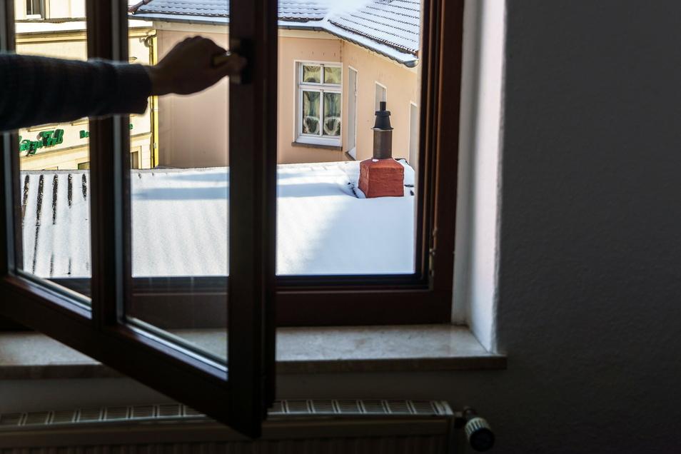 Lieber Stoßlüften als Ankippen - das hilft beim Sparen von Heizkosten, sagt ein Riesaer Experte. © Eric Weser