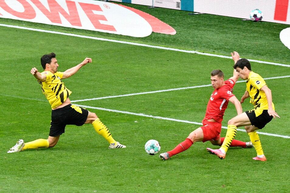 Beim Bundesliga-Duell am 8. Mai hat Leipzig in Dortmund 2:3 verloren. Beim Pokalfinale treffen die beiden Teams heute erneut aufeinander.