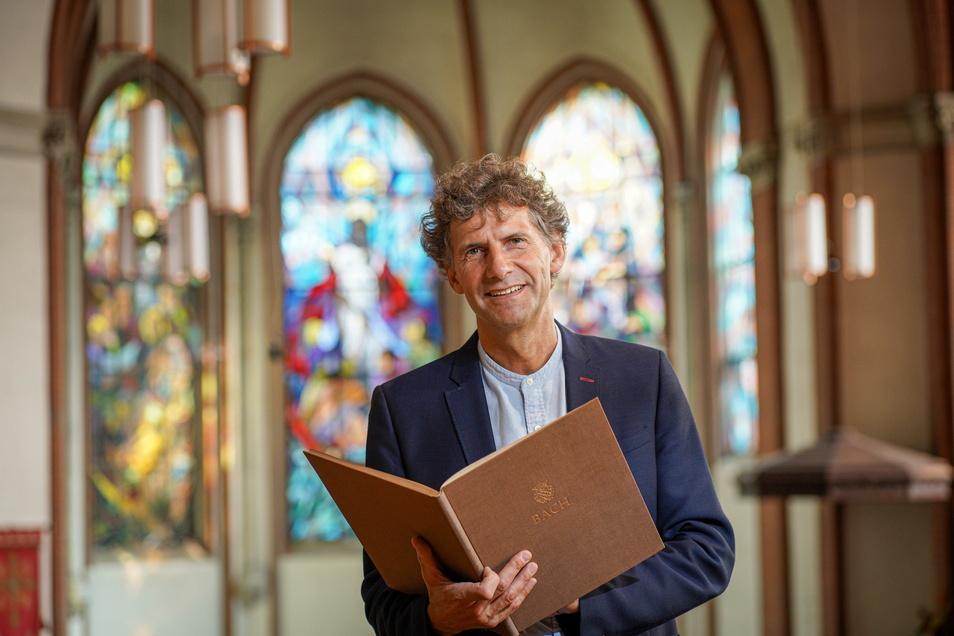 """Bautzens Domkantor Michael Vetter probt derzeit mit den Kirchenchören das """"Magnificat"""" von Bach. Aufgeführt wird es am Sonntag im St.-Petri-Dom."""