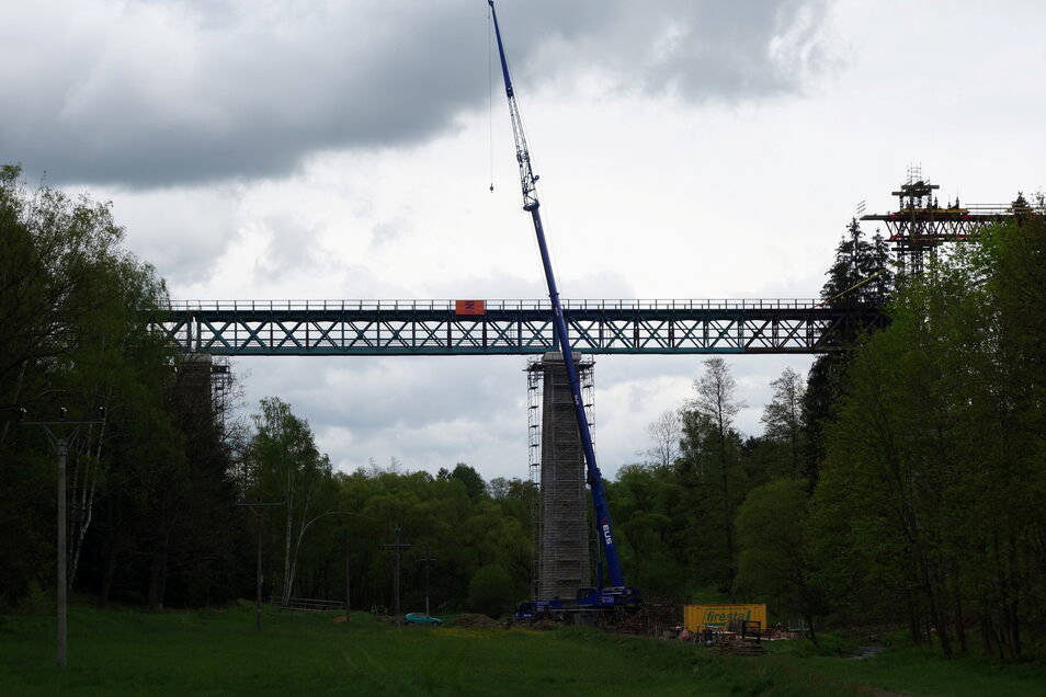 Auf 217 Meter Länge überspannt der Viadukt das Tal des Wölmsdorfer Bachs, der in Sachsen zur Sebnitz wird.
