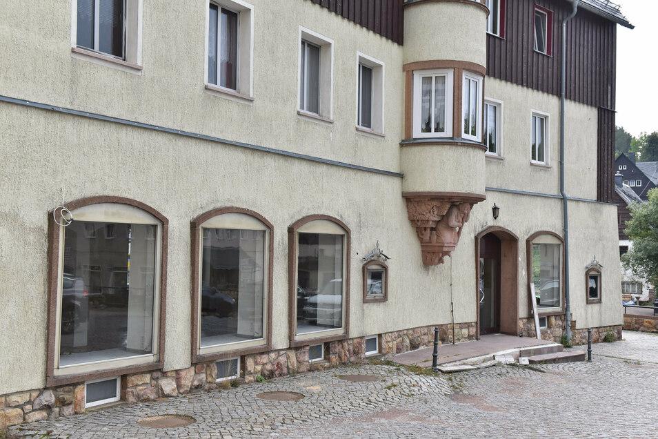 Das Altenberger Modehaus ist das letzte Geschäft in Altenbergs Zentrum, dass die Türen schließt. Das Areal ums Rathaus verliert damit das letzte Geschäft.