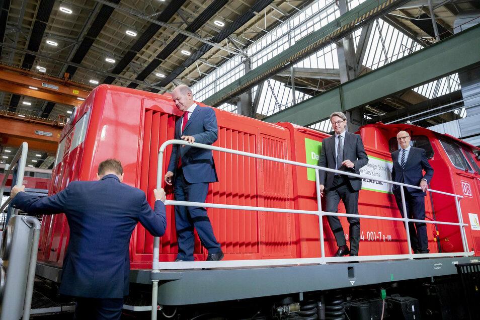 Die Erweiterung des Bahnwerks zählt zu den Investitionen des Bundes im Rahmen der Strukturstärkung der Lausitz, weil der Ausstieg aus der Braunkohle bis 2038 geplant ist.