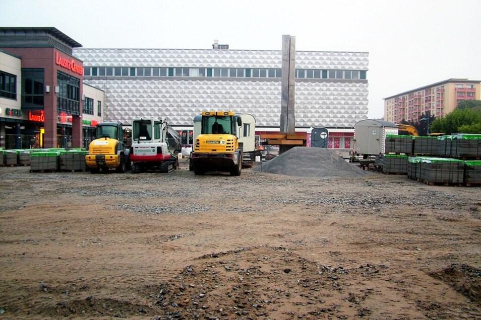 ... und so sieht er von der Lausitzhalle her gen Lausitz-Center / Ex-Centrum aus. An dieser Südostseite ist noch einiges zu tun.