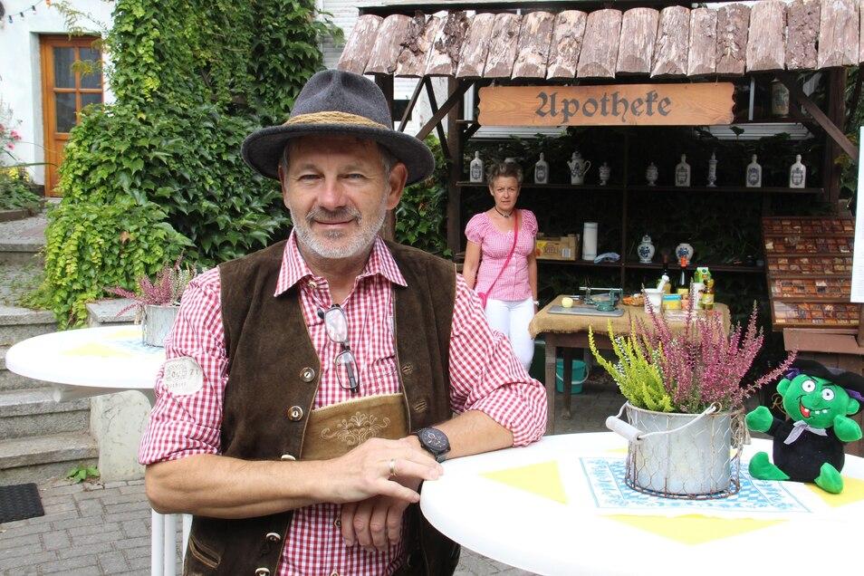 Apotheker Rainer Klotsche hatte die Idee für den Tag der offenen Hinterhöfe. Was 2001 mit zehn Teilnehmern begann, wurde neben dem Stadtfest zur größten Marketingaktion Bischofswerdas - die dieses Jahr wegen Corona allerdings ausfällt.