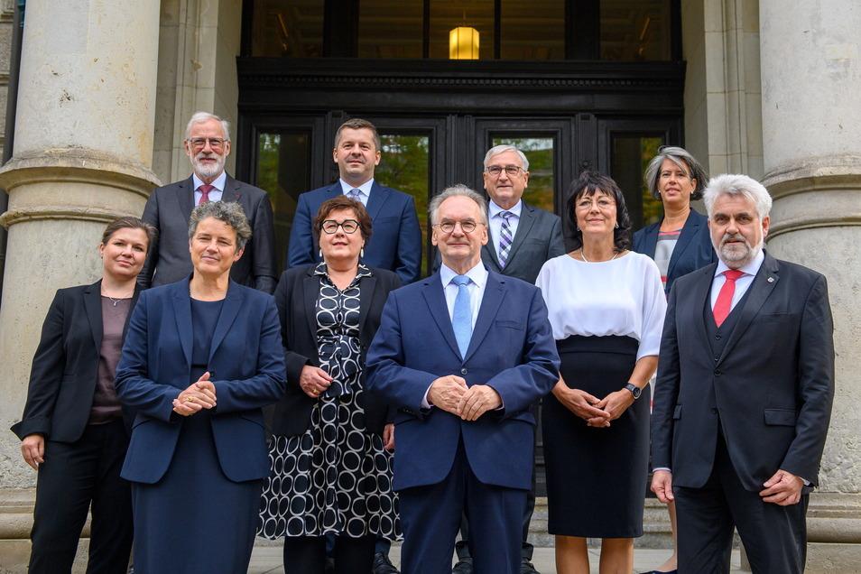 Reiner Haseloff (CDU, Mitte) und sein neues Kabinett.